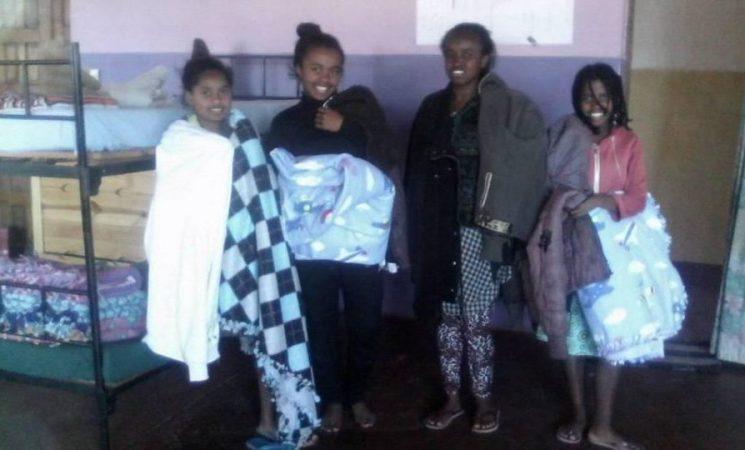 Haine și pături pentru copiii de la Orfelinatul Speranța