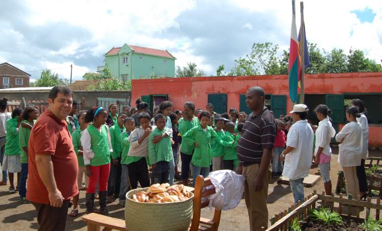 Încă aproape 300 de cornuri pentru cea de-a treia școală - Le Manoro