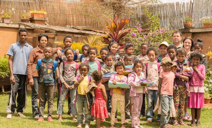 Am început proiectul Alfabetizare: rechizite și haine pentru 30 de copii