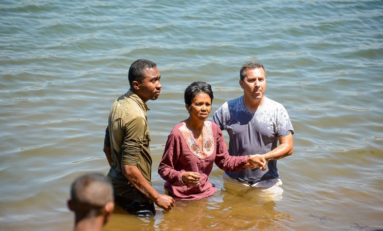 Botez în apă la Lacul Andraikiba - Doamna Fara pe urmele Domnului Isus Hristos