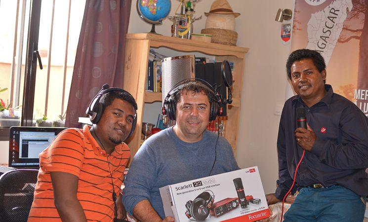 Un mini-studio ce îl dorim să fie radio FM