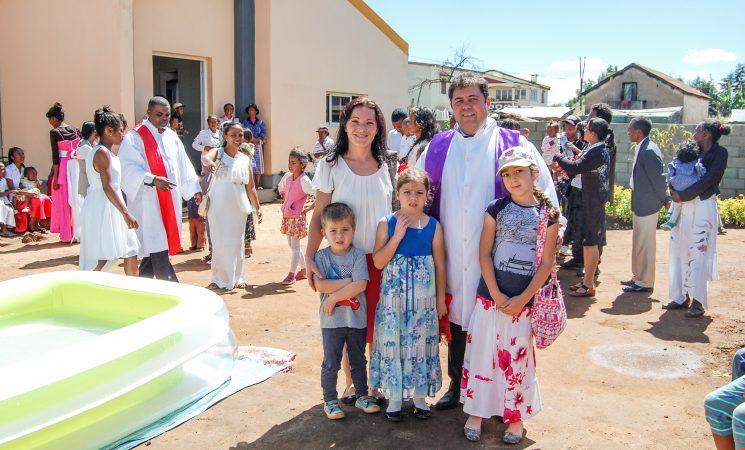 Sărbători binecuvântate cu Hristosul cel Înviat! - din Madagascar
